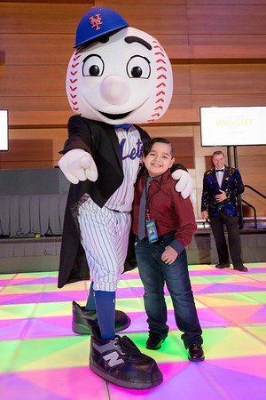 Patiet Julian Garcia Poses with Mr. Met at the Final Wright Night for CHKD